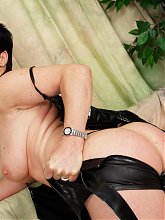 Hot mature slut playing with herself