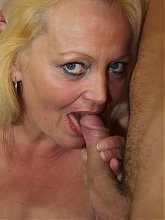 After fucking her mature pussy he pulls out and shoots his wad on her pubic hair