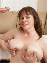 Explicit live cam show with a plus size mature named Ginger giving her BF a blowjob